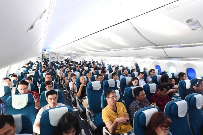 Chuyến bay thương mại đầu tiên của siêu máy bay lớn nhất Việt Nam có gì lạ? - Ảnh 4.