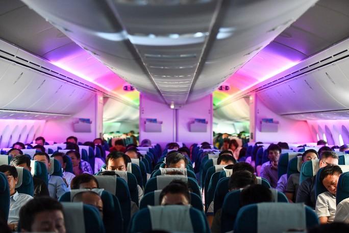 Chuyến bay thương mại đầu tiên của siêu máy bay lớn nhất Việt Nam có gì lạ? - Ảnh 6.