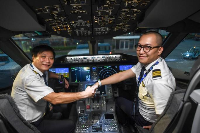 Chuyến bay thương mại đầu tiên của siêu máy bay lớn nhất Việt Nam có gì lạ? - Ảnh 12.