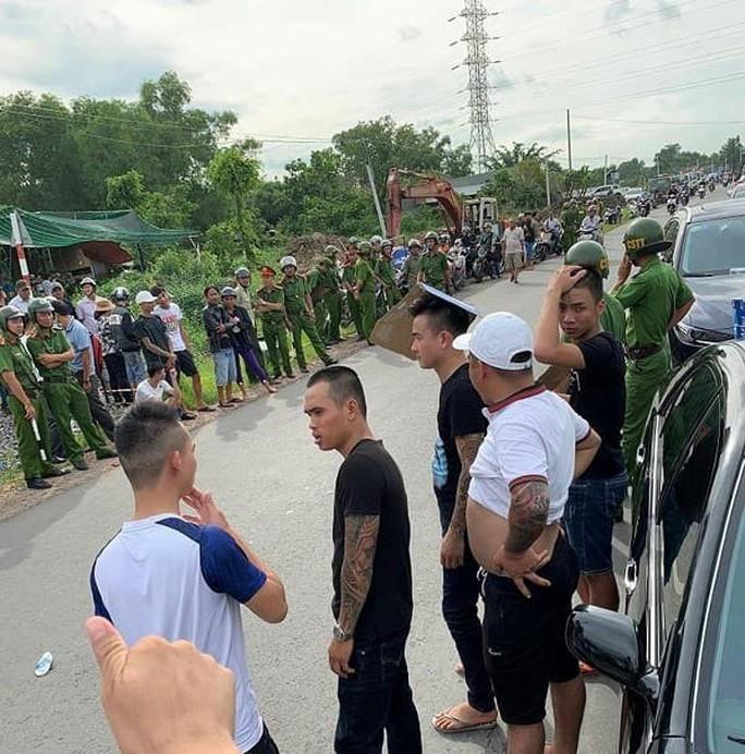 Giang hồ vây xe chở công an ở Đồng Nai: Người bị đánh yêu cầu khởi tố - Ảnh 2.