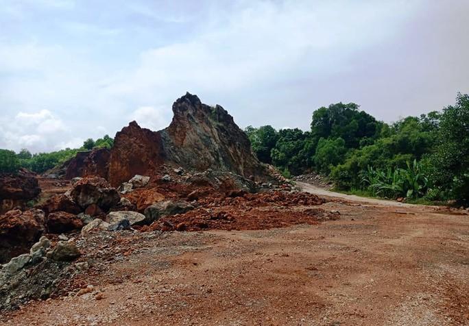 Vụ dân vây nhóm côn đồ đập phá cổng làng: Mỏ đất gây ô nhiễm hành dân suốt nhiều năm - Ảnh 5.