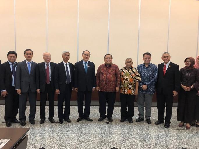 Bí thư Nguyễn Thiện Nhân thăm và làm việc gần như không ngơi nghỉ ở Indonesia - Ảnh 2.