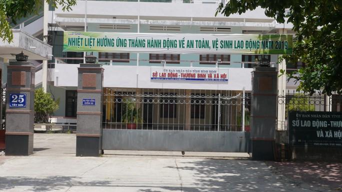 Đề nghị buộc thôi việc phó giám đốc sở bị tố nợ nần ở Bình Định - Ảnh 1.