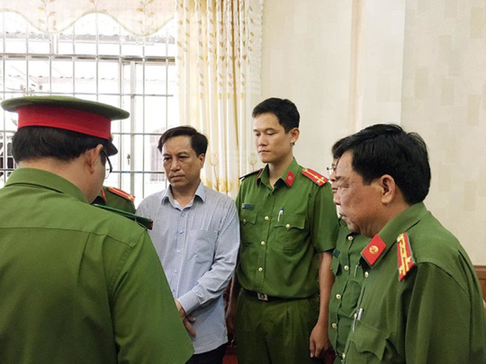 Sai phạm động trời của cựu Chủ tịch TP Trà Vinh liên quan vụ thiệt hại gần 120 tỉ đồng - Ảnh 1.