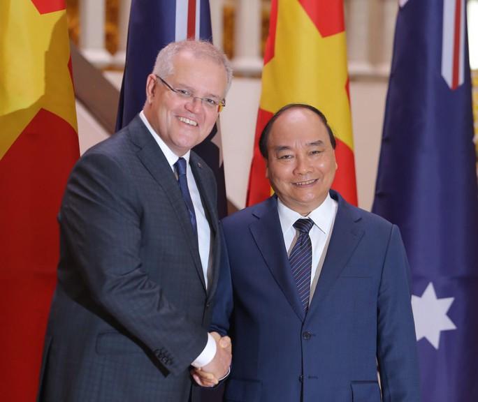 Cận cảnh Thủ tướng Nguyễn Xuân Phúc đón Thủ tướng Úc Scott Morrison - Ảnh 7.