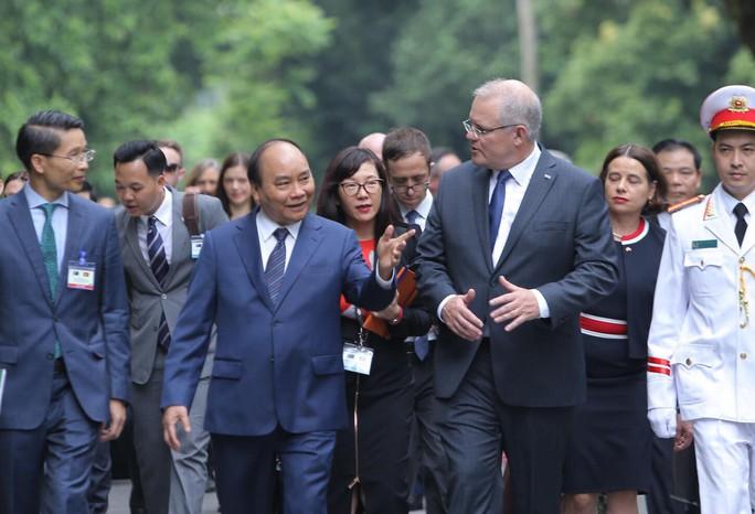 Cận cảnh Thủ tướng Nguyễn Xuân Phúc đón Thủ tướng Úc Scott Morrison - Ảnh 6.