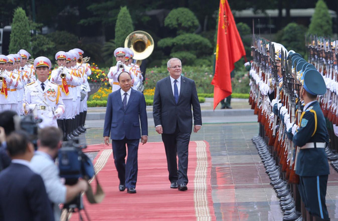 Cận cảnh Thủ tướng Nguyễn Xuân Phúc đón Thủ tướng Úc Scott Morrison - Ảnh 4.