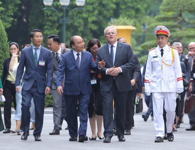 Cận cảnh Thủ tướng Nguyễn Xuân Phúc đón Thủ tướng Úc Scott Morrison - Ảnh 5.