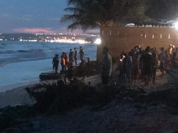 Tìm thấy thi thể 4 du khách tử vong khi tắm biển ở Bình Thuận - Ảnh 1.