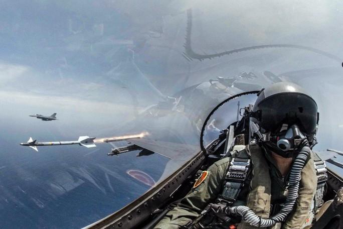 """Quân đội Trung Quốc: Đài Loan mua F-16 từ Mỹ là """"vô dụng"""" - Ảnh 1."""