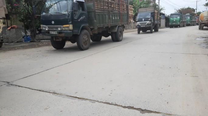 Không thi công mương thoát nước, người dân chặn xe tải phản đối ô nhiễm - Ảnh 4.