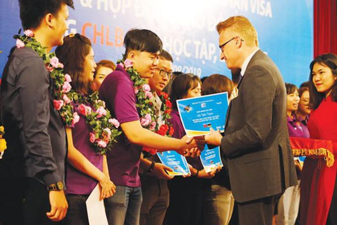 Trao cơ hội cho gần 100 học viên sang Đức học tập và làm việc - Ảnh 1.