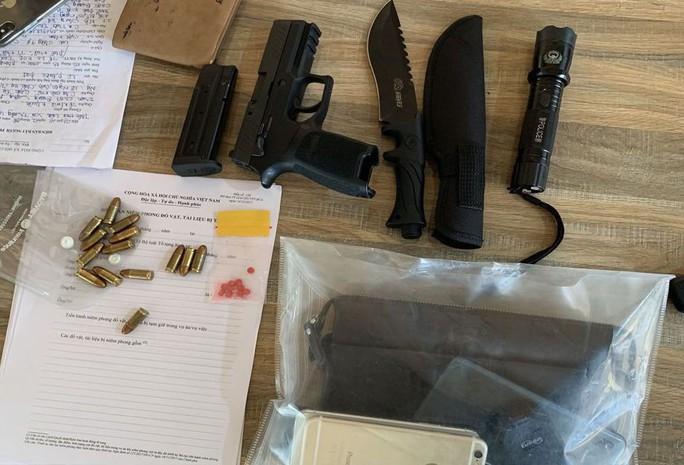 Đi xế hộp tàng trữ ma túy còn ôm theo 1 khẩu súng ngắn và 14 viên đạn - Ảnh 2.