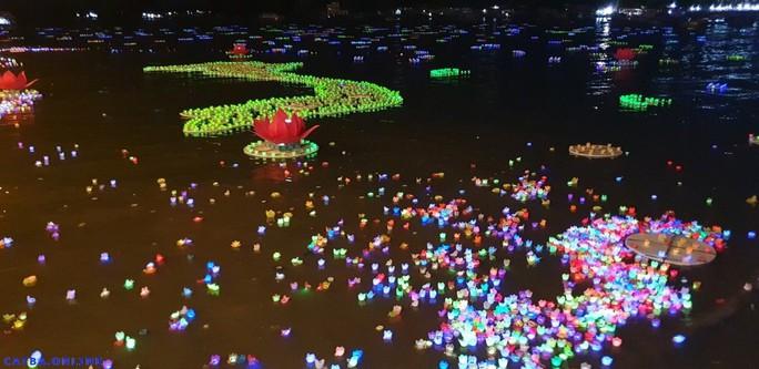 Ầm ĩ vụ việc 30.000 hoa đăng thả xuống vịnh Lan Hạ gây ô nhiễm - Ảnh 4.