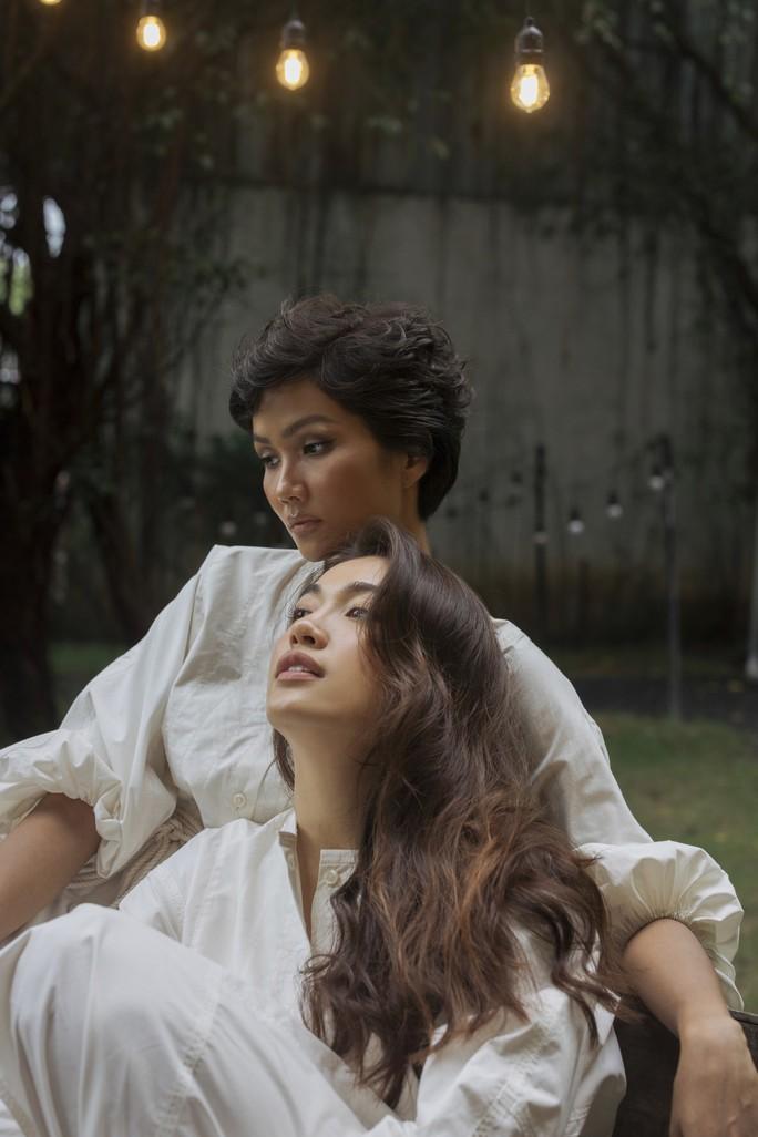 Hoa hậu H'hen Niê tung bộ ảnh mặt mộc - Ảnh 3.