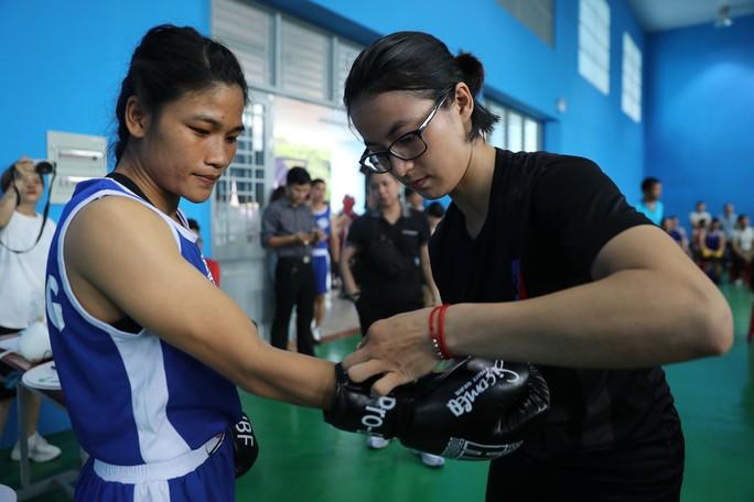 Nữ hoàng muay Việt Thanh Trúc đấu boxing giúp trẻ em nghèo - Ảnh 2.