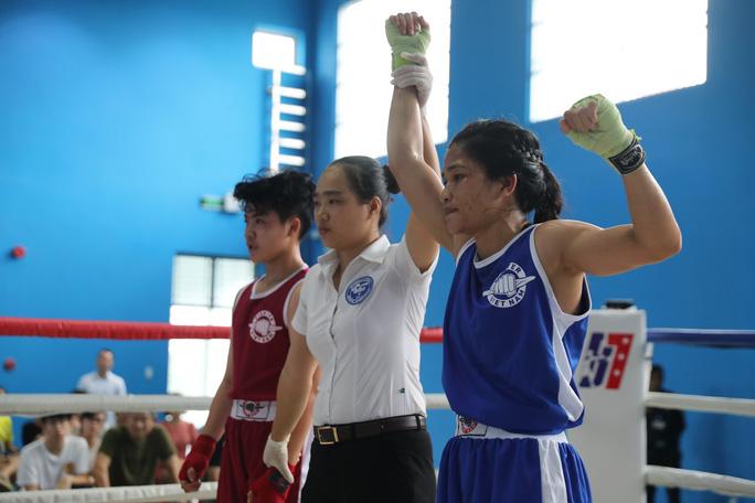 Nữ hoàng muay Việt Thanh Trúc đấu boxing giúp trẻ em nghèo - Ảnh 1.