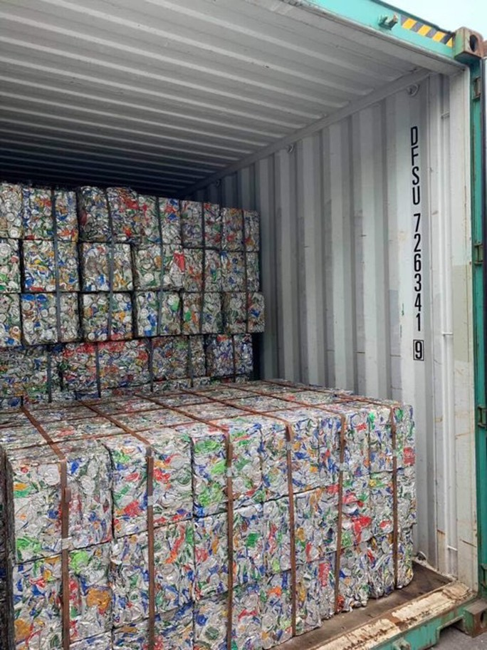 """""""Hô biến"""" 5 container phế liệu thành gốm đất nung - Ảnh 1."""