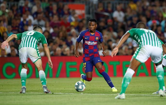 Ra mắt sao 16 tuổi, Barcelona thắng trận cầu 7 bàn - Ảnh 2.