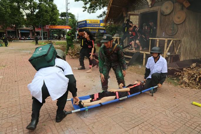 Xem giải cứu con tin bị 30 tên khủng bố khống chế trong giả định - Ảnh 15.