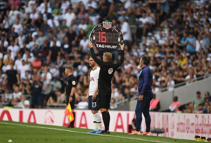 Tottenham thua sốc sân nhà, Man City trở lại ngôi nhì Ngoại hạng - Ảnh 3.
