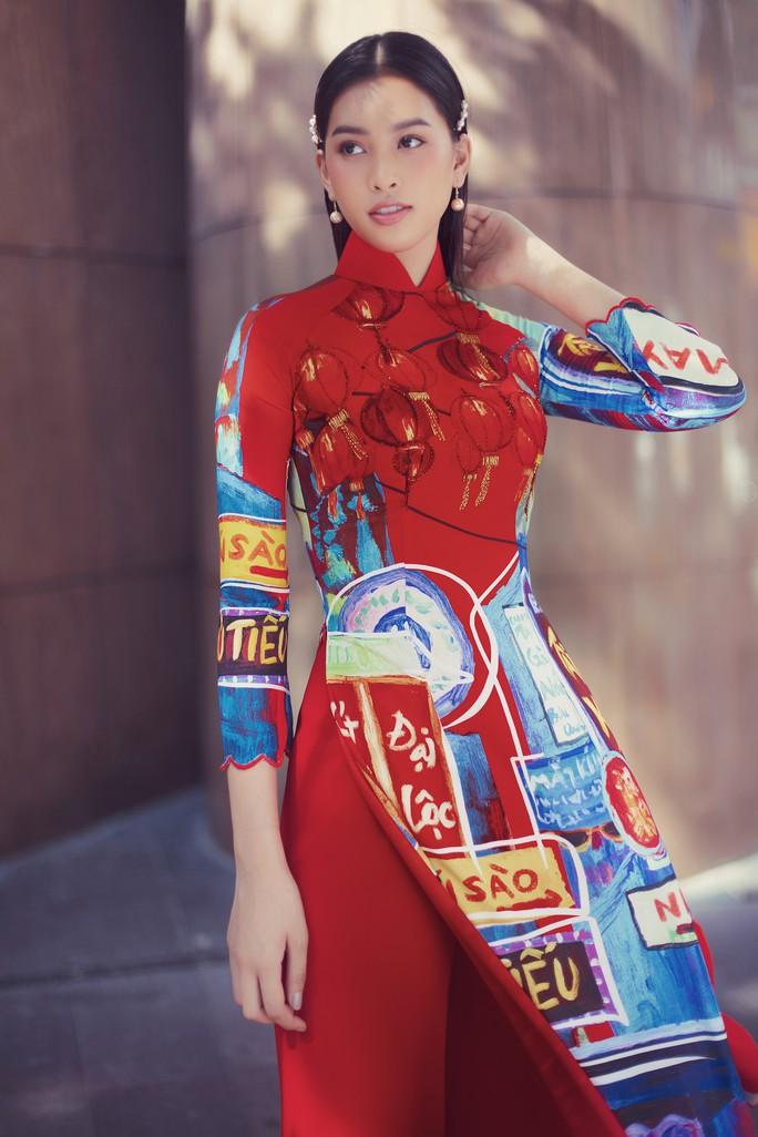 Hoa hậu Tiểu Vy lên hương sau 1 năm đăng quang - Ảnh 3.