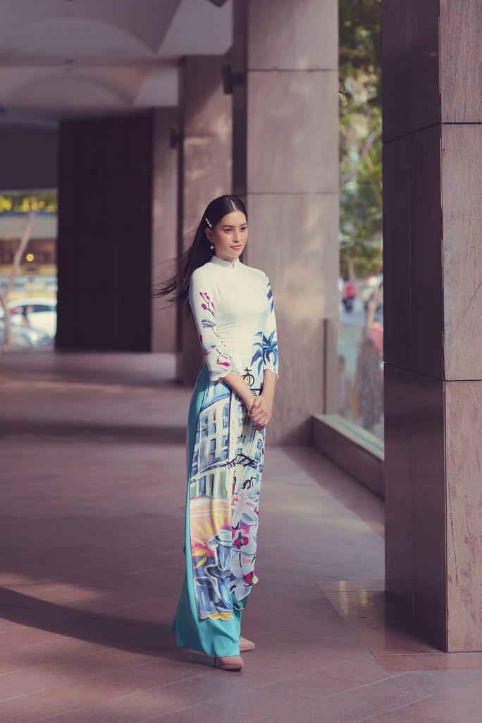 Hoa hậu Tiểu Vy lên hương sau 1 năm đăng quang - Ảnh 7.