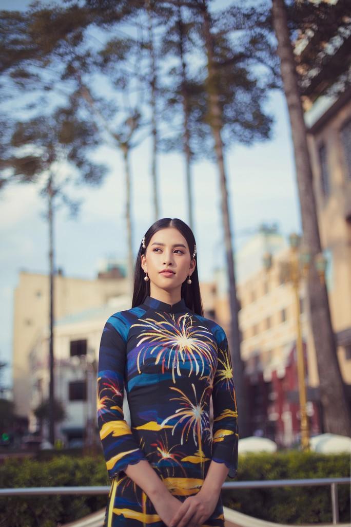 Hoa hậu Tiểu Vy lên hương sau 1 năm đăng quang - Ảnh 5.