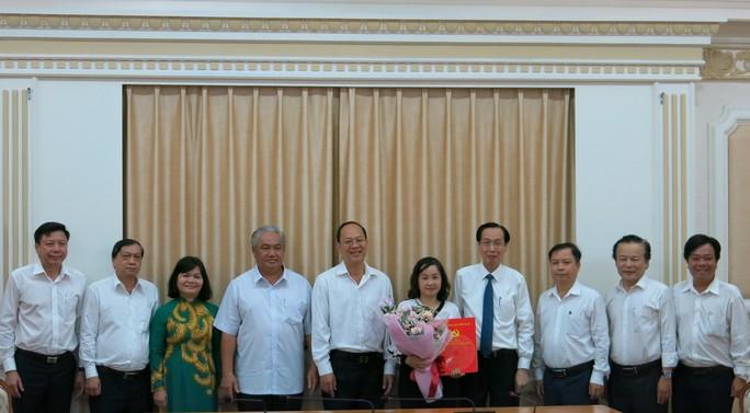 Phó Chủ tịch Thường trực UBND TP HCM chủ trì lễ trao quyết định nhân sự - Ảnh 1.