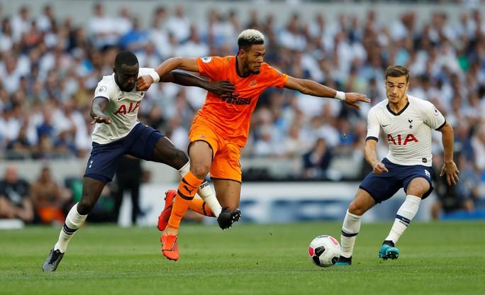 Tottenham thua sốc sân nhà, Man City trở lại ngôi nhì Ngoại hạng - Ảnh 5.