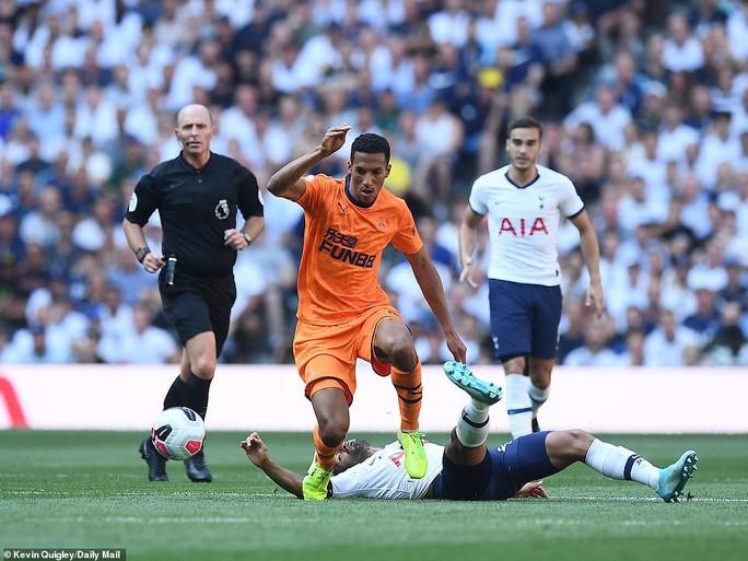 Tottenham thua sốc sân nhà, Man City trở lại ngôi nhì Ngoại hạng - Ảnh 4.