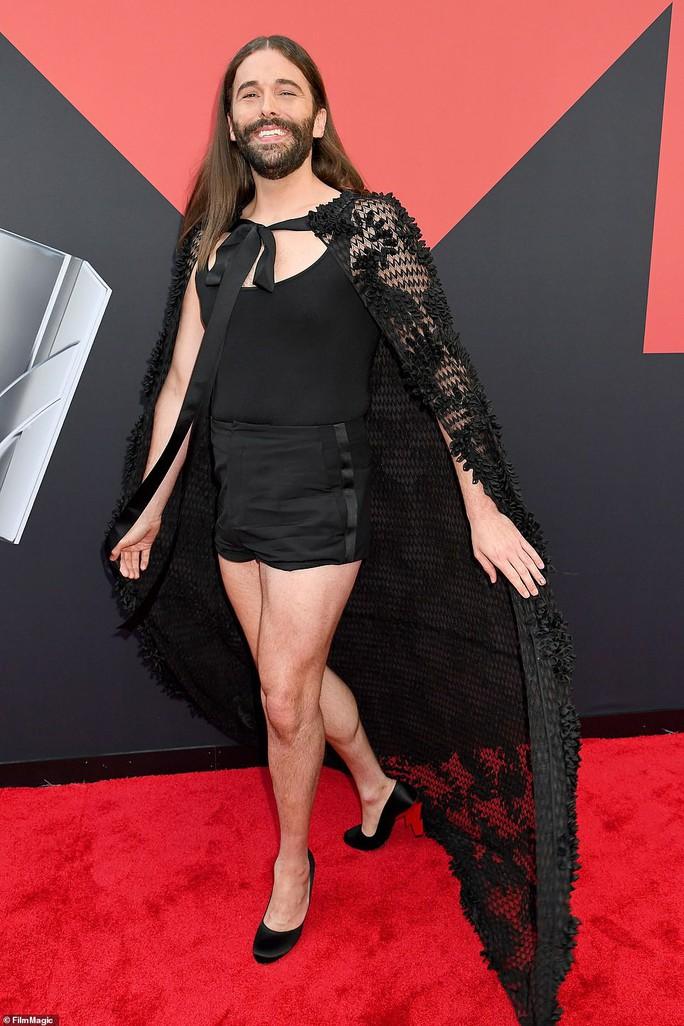 Những khoảnh khắc khó đỡ trên thảm đỏ VMAs 2019 - Ảnh 10.