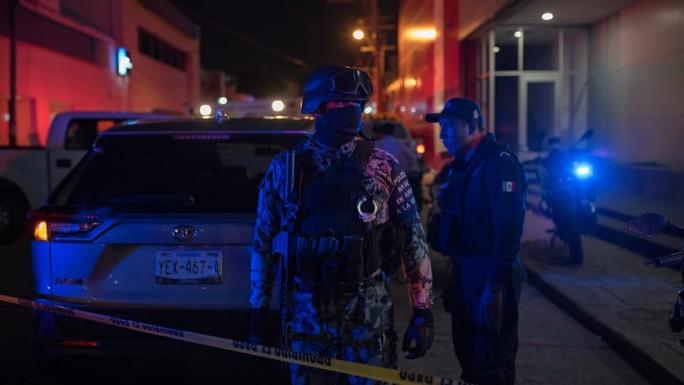 """Ném """"bom xăng"""" vào quán bar, giết chết 23 người - Ảnh 2."""