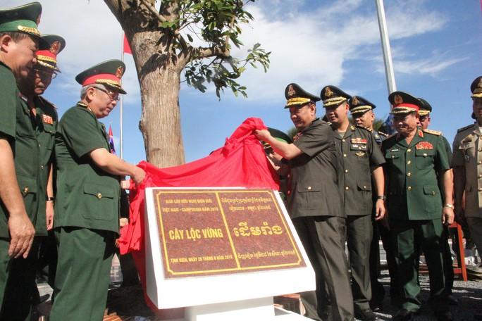 Trang trọng Lễ chào cột mốc chủ quyền biên giới Việt Nam - Campuchia - Ảnh 8.