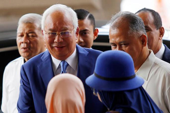 Phiên tòa xử cựu thủ tướng Malaysia sẽ kéo dài - Ảnh 1.