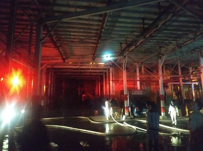 Cháy tại Công ty Rạng Đông: 10 nhà dân bị vạ lây - Ảnh 11.