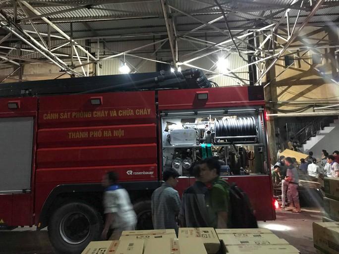 Cháy tại Công ty Rạng Đông: 10 nhà dân bị vạ lây - Ảnh 12.