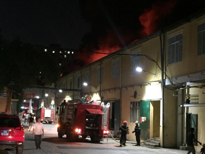 Cháy tại Công ty Rạng Đông: 10 nhà dân bị vạ lây - Ảnh 14.