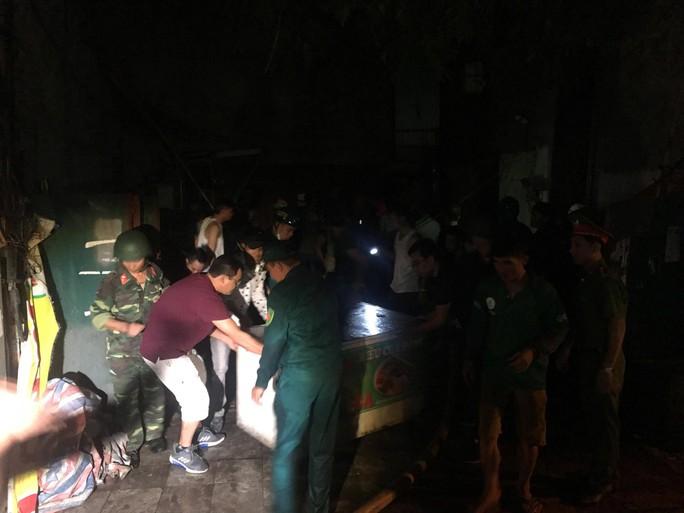 Cháy tại Công ty Rạng Đông: 10 nhà dân bị vạ lây - Ảnh 5.