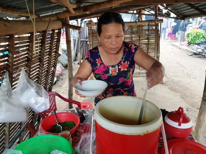 Độc đáo chợ ẩm thực 5.000 đồng - Ảnh 1.