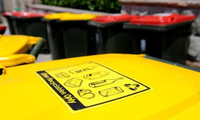 Trường học Melbourne: khóa thùng rác, học sinh mang rác về nhà - Ảnh 1.