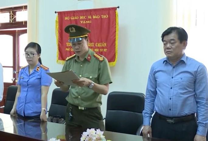 Cựu giám đốc Sở GD-ĐT Sơn La ra toà làm nhân chứng phiên xử vụ gian lận điểm thi - Ảnh 1.