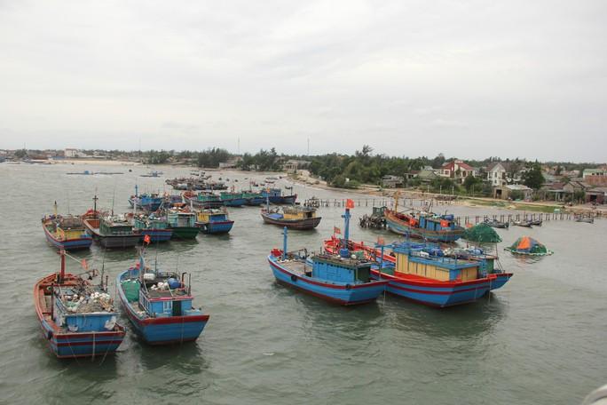 Quảng Trị: Bão số 4 cận kề, vẫn chưa liên lạc được 9 tàu cùng 102 thuyền viên - Ảnh 1.