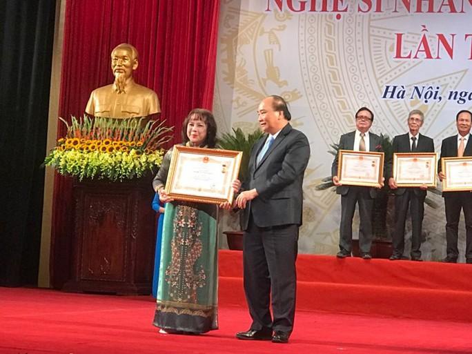 391 nghệ sĩ được trao tặng danh hiệu NSND, NSƯT - Ảnh 1.