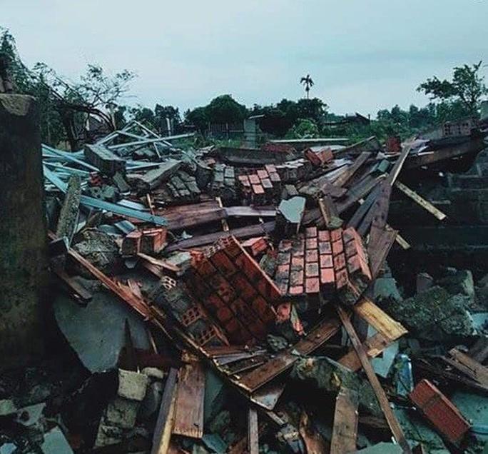 Lốc xoáy trước lúc bão vào, 41 nhà sập và tốc mái, 3 người bị thương - Ảnh 4.