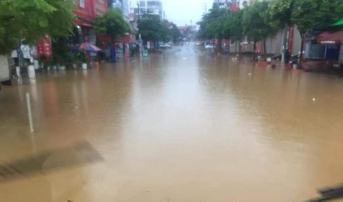 Nhiều tuyến đường ở Sơn La bị nhấn chìm do mưa lớn - Ảnh 5.
