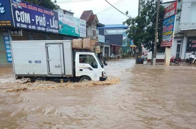 Nhiều tuyến đường ở Sơn La bị nhấn chìm do mưa lớn - Ảnh 8.