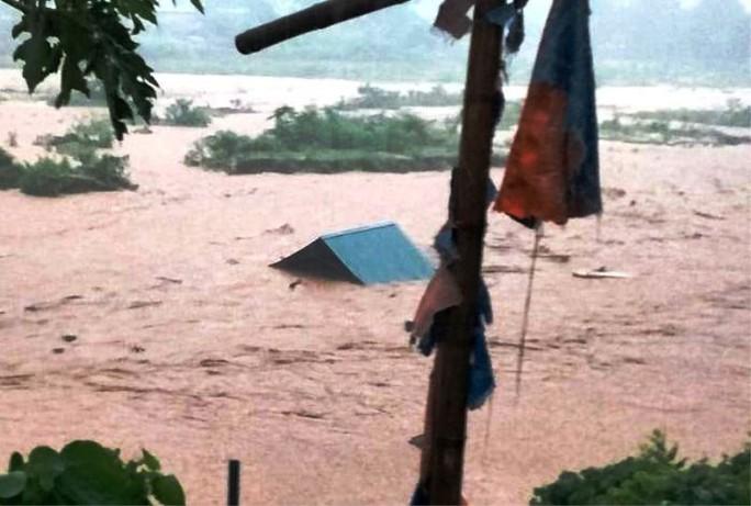Lũ lớn cuốn trôi 20 căn nhà ở Thanh Hóa, 13 người mất tích - Ảnh 3.