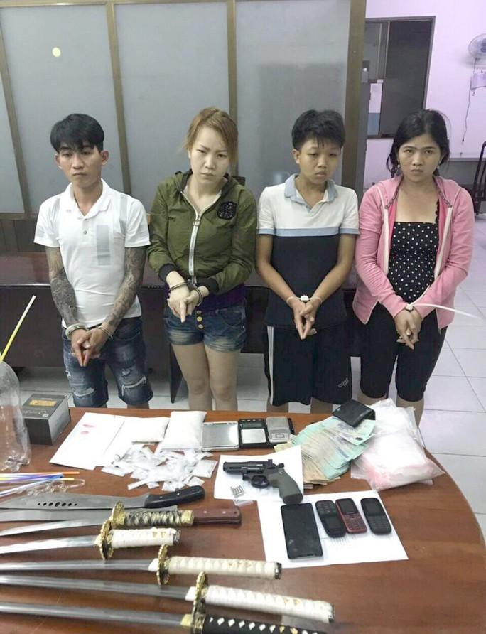 Nhóm nghiện ở ngoại thành TP HCM bị tóm lúc nửa đêm - Ảnh 1.