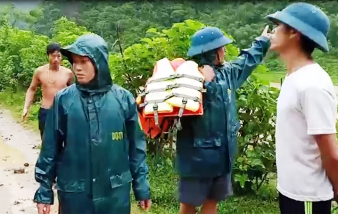 Lũ lớn cuốn trôi 20 căn nhà ở Thanh Hóa, 13 người mất tích - Ảnh 2.